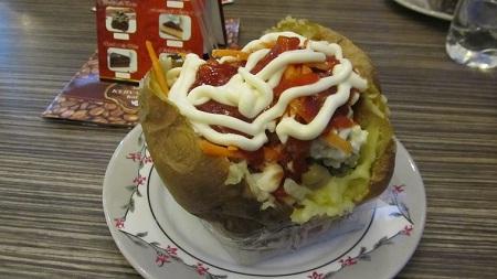 Ароматная и горячая картошечка... ммм, объедение!