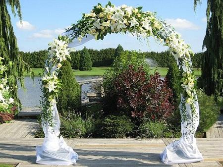 Роскошная арка из цветов