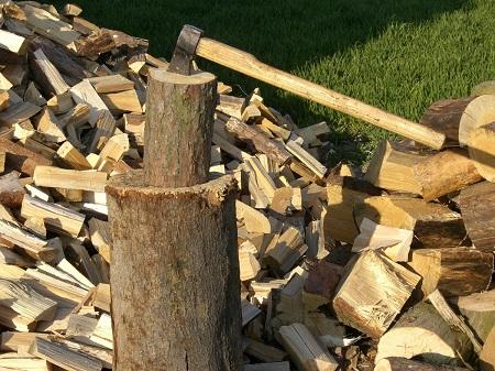 Не все хотят самостоятельно колоть дрова