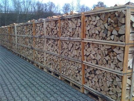Колотые дрова, готовые к продаже