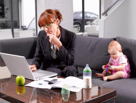 Женщинам вдвойне тяжелей совмещать работу и семью
