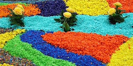 Цветной щебень активно используют в ландшафтном дизайне