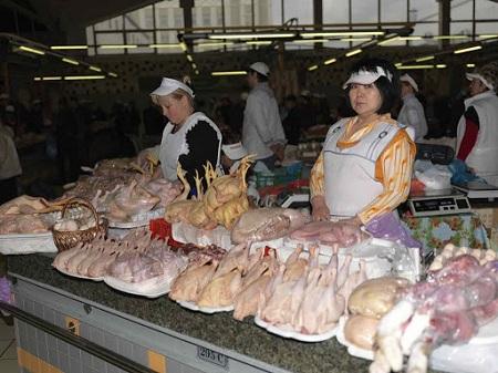 Торговля утиным мясом на рынке