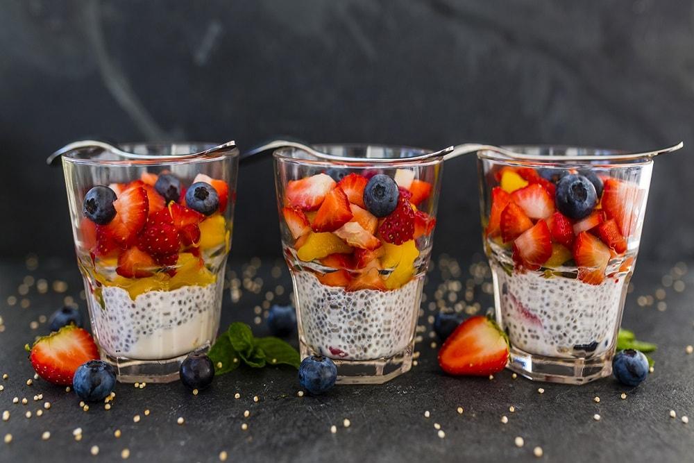 Фрукты в стакане десерт