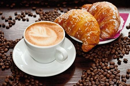 Кто не любит ароматный кофе с круасаном?