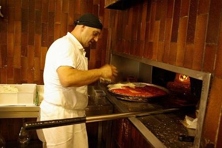 Пиццерии очень популярны в больших и малых городах
