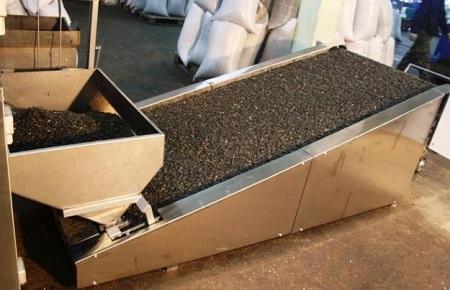 Один из этапов производства семечек